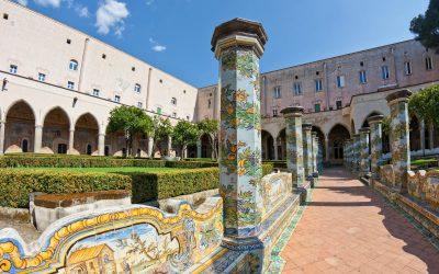 Organizzare eventi a Napoli nei chiostri: San Lorenzo Maggiore, Santa Chiara e Santa Maria La Nova